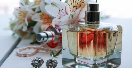 Impreza z perfumami w tle — zaproszenie