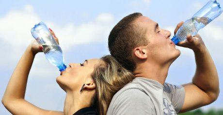 6 zalet picia wody dla zdrowia i urody