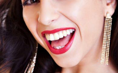 Przyczyny i sposoby na przebarwienia zębów