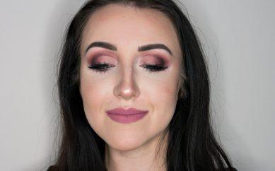 Wiosenny makijaż matowymi odcieniami fioletu