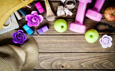 10 kosmetyków, które warto zabrać ze sobą na siłownię