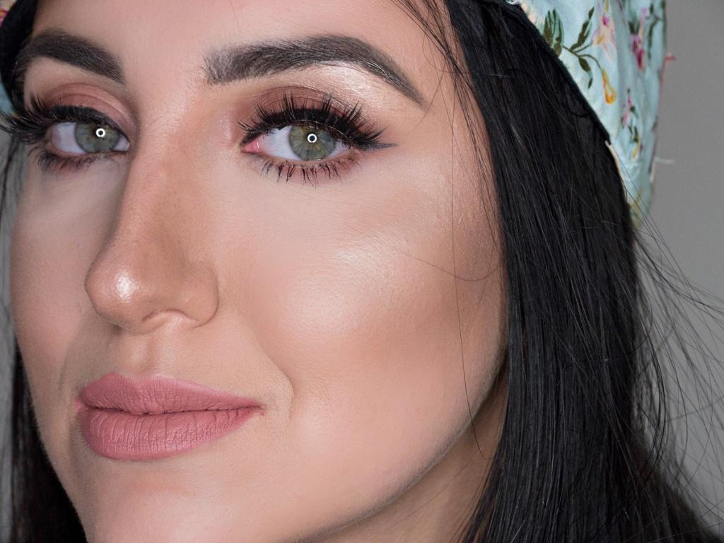 Hity Z Instagrama Makijaż Insta Baddie Trusted Cosmetics