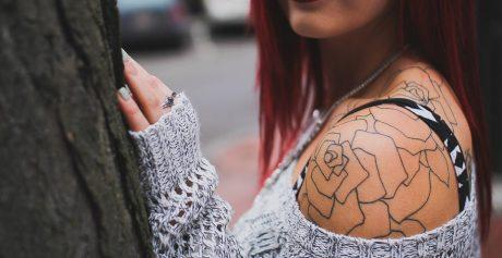 Kobieta z tatuażem – jak jest postrzegana przez współczesnych ludzi?