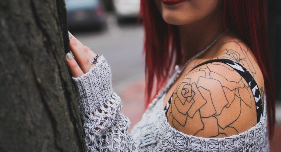 Kobieta Z Tatuażem Jak Jest Postrzegana Przez