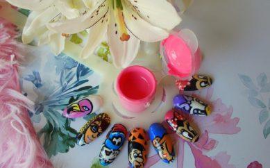 Zdobienie paznokci przy pomocy farbek akrylowych