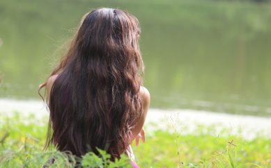 Oczyszczanie skóry głowy pierwszym krokiem do pięknych włosów