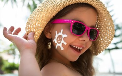 Wakacyjna kosmetyczka dla dziecka — lista produktów