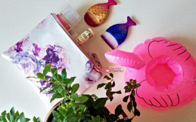 Pokaż wakacyjną kosmetyczkę — kosmetyki do wakacyjnej pielęgnacji twarzy