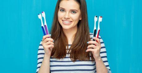 Wybielanie zębów w domu. Jaką szczoteczkę wybrać?