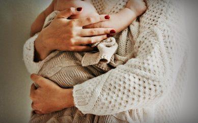 Mamo – dbaj o siebie. O czym pamiętać, karmiąc piersią?