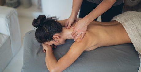 Kosmetyki do masażu relaksacyjnego i aromaterapeutycznego – czy znasz je wszystkie?