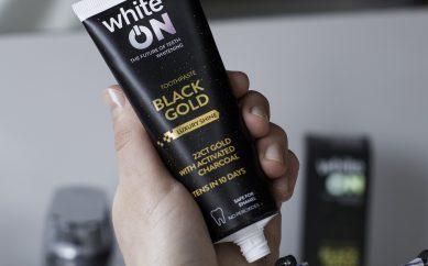 WhiteOn Black Gold czarna pasta z lśniącymi drobinkami złota