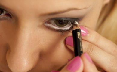 Niezbędne kosmetyki do makijażu oka