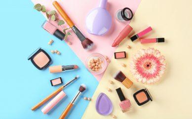 Ranking wegańskich marek kosmetyków do makijażu od A do C
