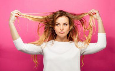 Suchy szampon do włosów – kiedy i jak go stosować?